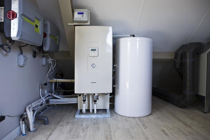 Ketel en boiler geplaatst in een huis